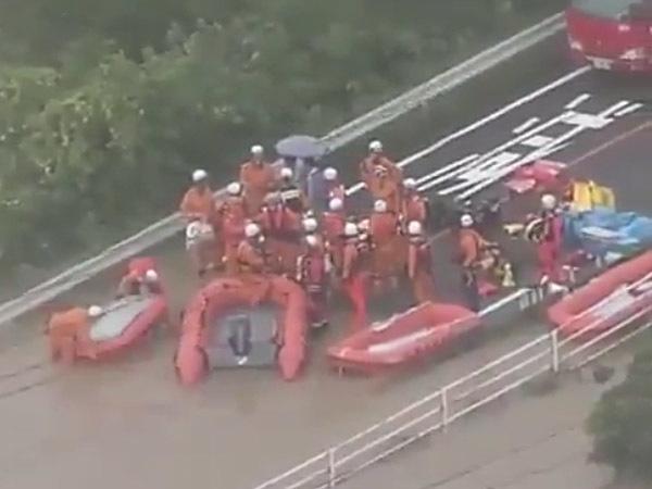 Число жертв наводнения в Японии перевалило за сотню