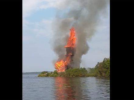 В карельской Кондопоге сгорел символ города - деревянная Успенская церковь XVIII века