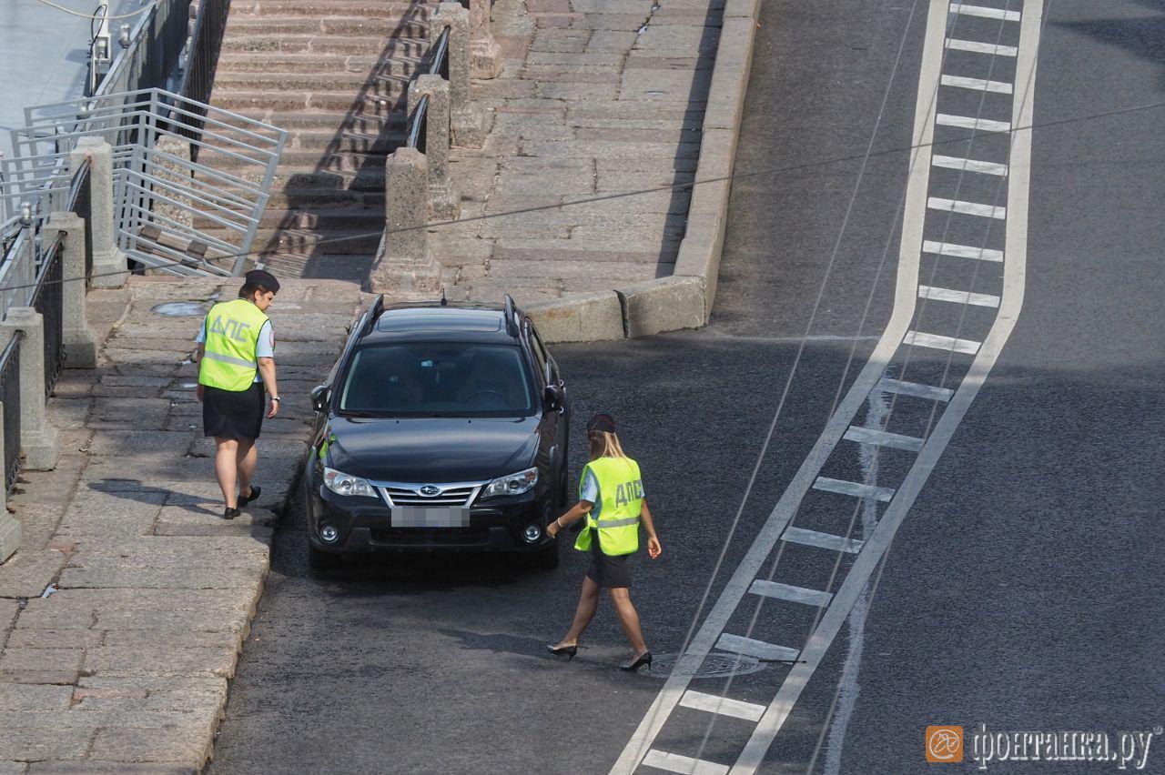 Как велополосу очищали от машин. ГИБДД подсчитала оштрафованных, «Фонтанка» – незамеченных (Иллюстрация 1 из 1) (Фото: Михаил Огнев)