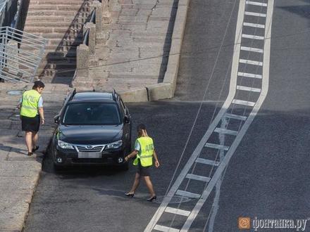 Как велополосу очищали от машин. ГИБДД подсчитала оштрафованных, «Фонтанка» – незамеченных
