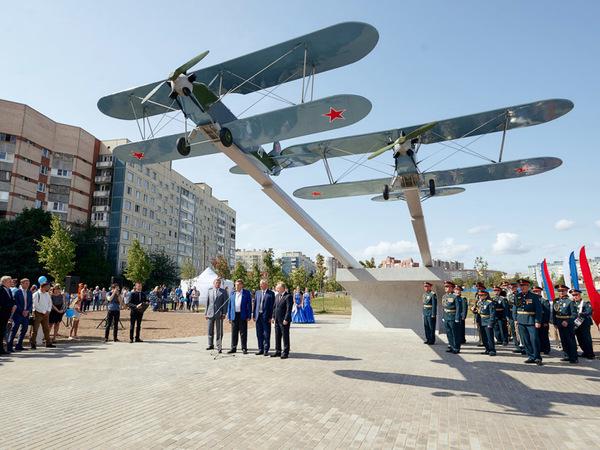 В Приморском районе при поддержке компании «Эталон ЛенСпецСМУ» открыли памятник авиаторам