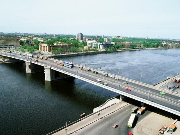 Слишком тяжелый асфальт. Может ли в аварии на Володарском мосту быть виноват подрядчик, производивший ремонт?
