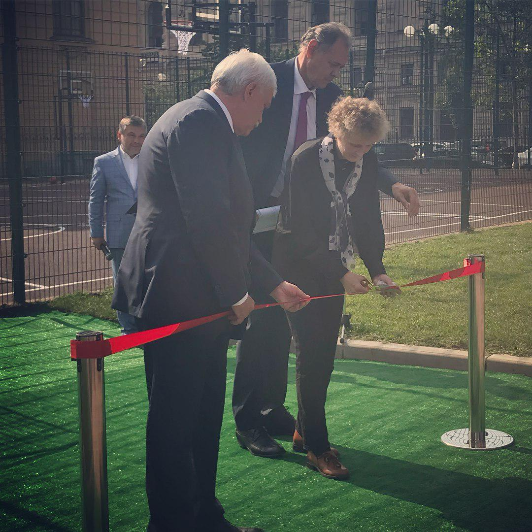 Губернатор Петербурга открыл площадку в память о погибшем Бурчике эффектным крюком