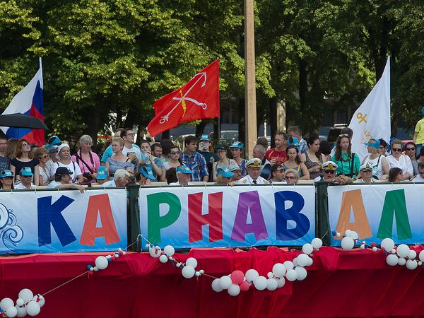 Петербургские реки и каналы захватит карнавал — сначала сёрферский, а потом теплоходный