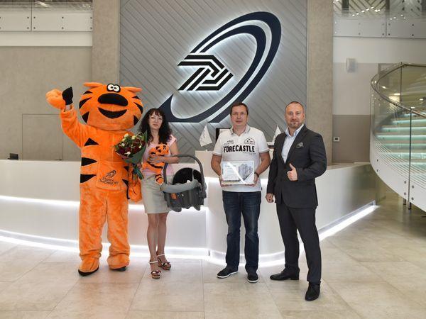 В Группе «Эталон» поздравили 6000-го покупателя с начала 2018 года