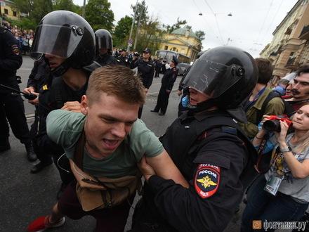 «Протестующие, перец нельзя смывать водой, станет только хуже». Петербург выступил против пенсионной реформы