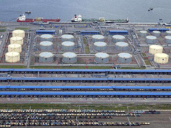 В предвкушении миллиона. В петербургских портах ждут белорусские нефтепродукты