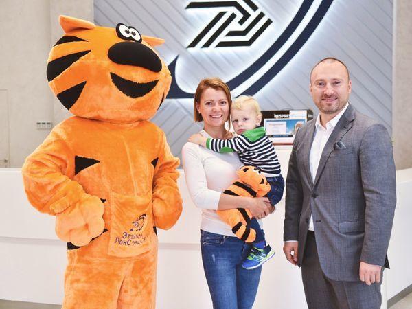 В Группе «Эталон» поздравили 7000-го покупателя с начала 2018 года