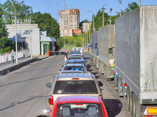 Добро пожаловать, или Кредитным авто въезд запрещен. Эстонцы и финны отказываются от поездок в Россию из-за новых таможенных правил.