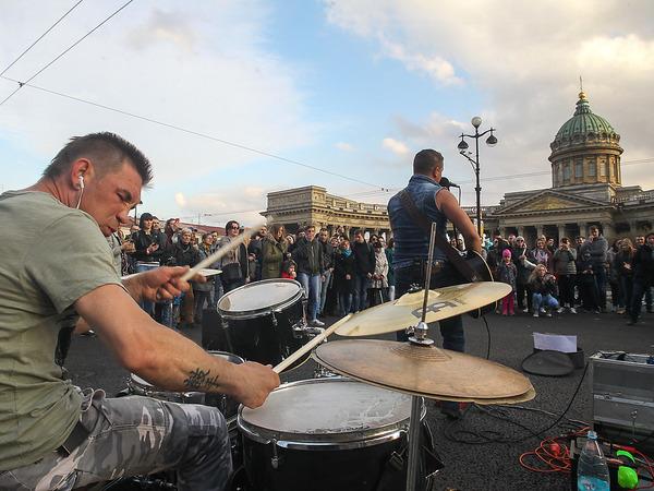 """Уличные музыканты """"под колпаком"""". Комитет по культуре - об идее ввести обязательное согласование концертов и фестивалей"""