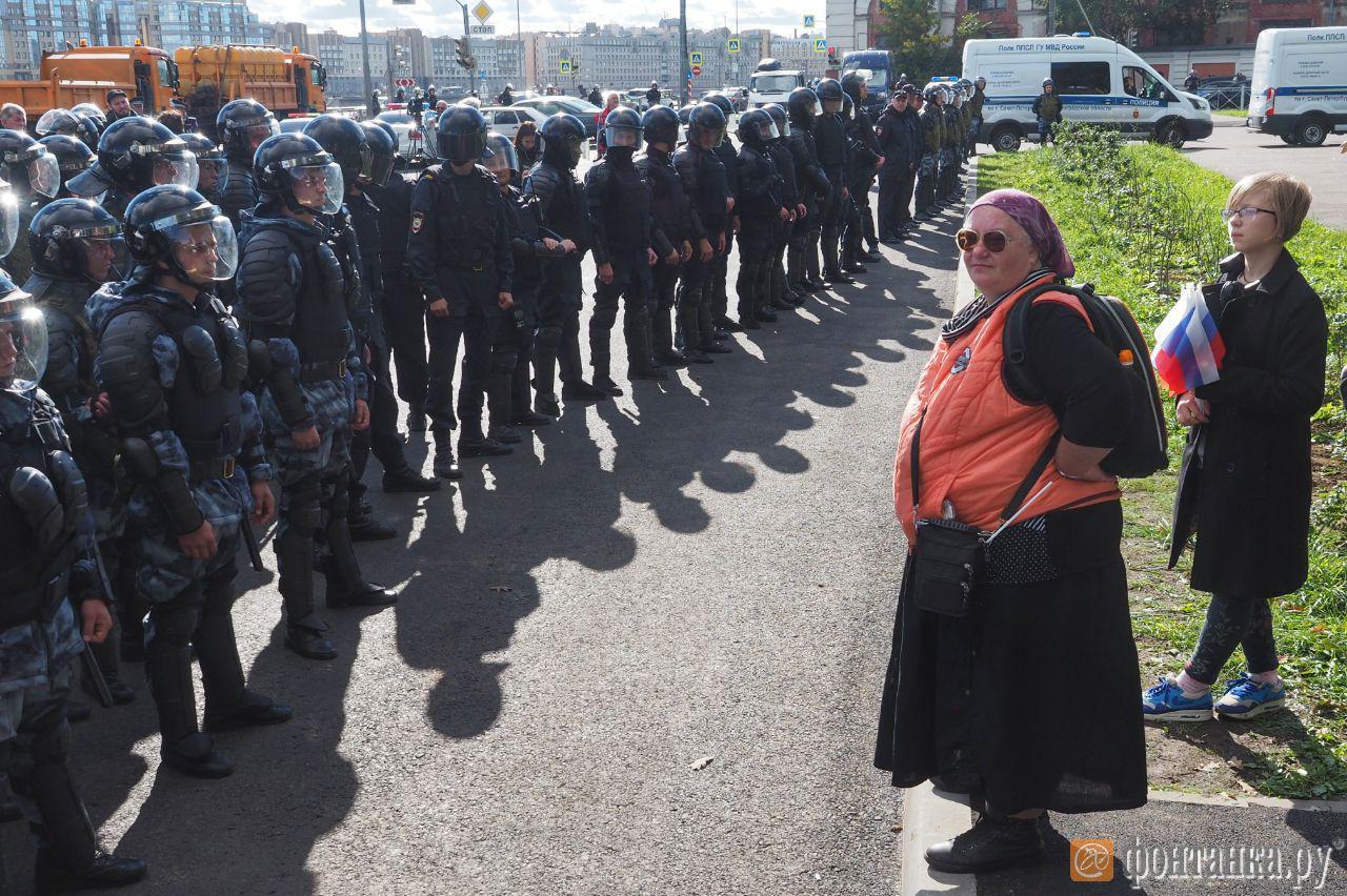 Протестующих в Петербурге предупредили о том, чего делать нельзя. Полиция готовится к задержаниям (Иллюстрация 3 из 3) (Фото: Михаил Огнев)