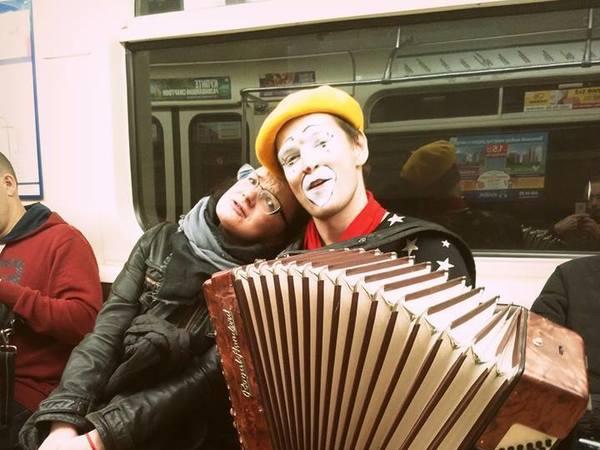И Шнура оштрафовать. Депутатам понравилась идея разогнать музыкантов из метро Петербурга
