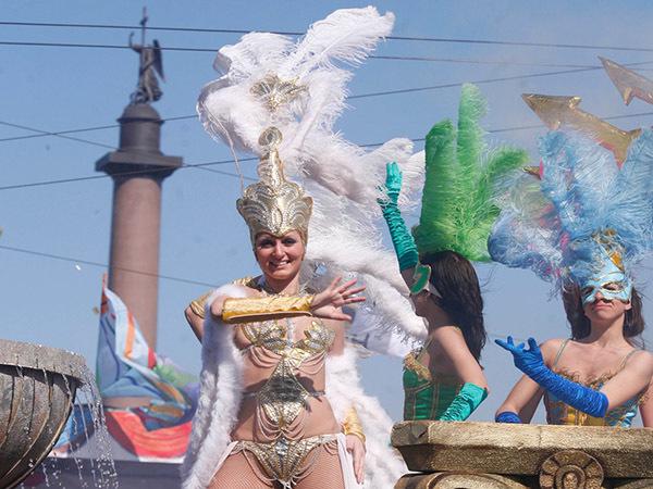 В Смольном спорят о праздниках. Советник Полтавченко по мотоспорту предлагает создать карнавальное ведомство