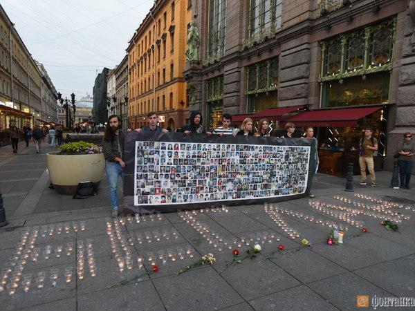 Три сотни свечей зажгли в Петербурге в память о трагедии в Беслане