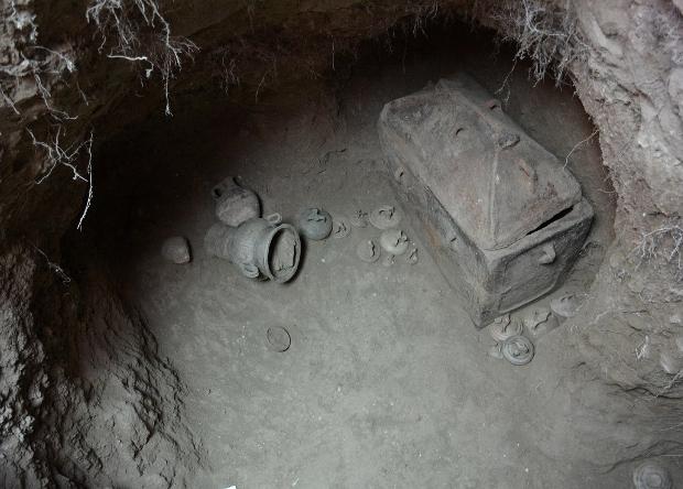 Греческий фермер чуть не провалился под землю вместе с машиной. Так он случайно нашел гробницу возрастом в 3400 лет (Иллюстрация 1 из 1) (Фото: Lassithi Ephorate of Antiquities)