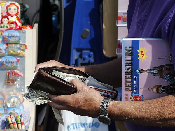 Туристам рисуют новый налог. Смольный хочет компенсировать «бюджетную неопределенность» за счет гостей