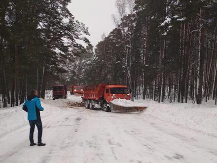 Дорожные службы проложили путь по Приморскому шоссе. Освобождения из снежного плена ждал рейсовый автобус из Петербурга