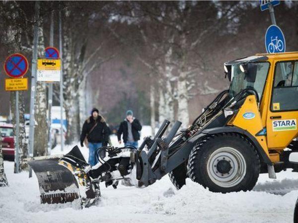 Снежный хаос в Петербурге и Хельсинки. Ворчать нельзя смириться