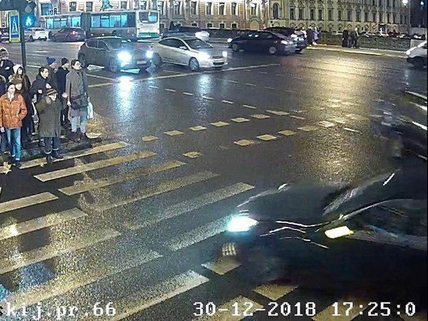 Участник тяжелой аварии на Невском приходится сыном экс-чиновнику Смольного. Бастрыкин забрал уголовное дело «для всестороннего расследования»