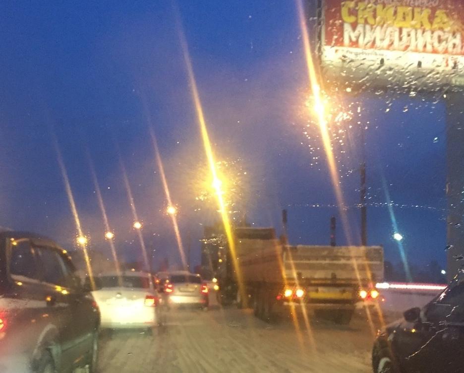 Человек попал под грузовик на косыгина 27 февраля
