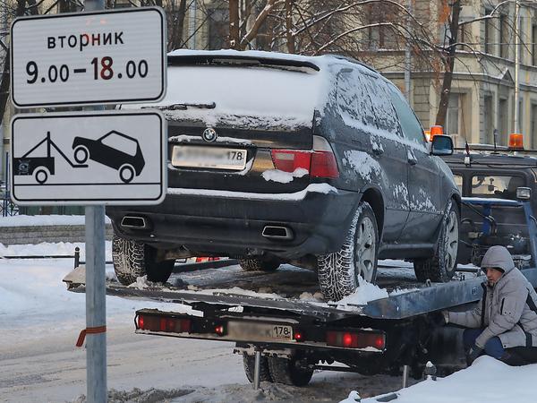 «Спасибо, снег, тебе». Кто заработает на уборке петербургских улиц