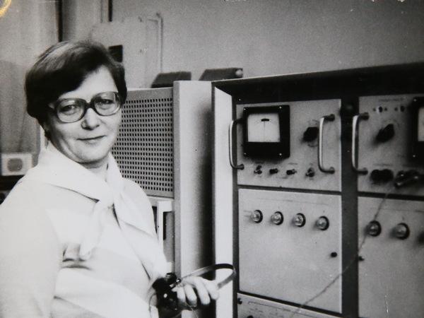 Как блокадница почти 50 лет ставит музыку на заводской радиостанции в Петербурге