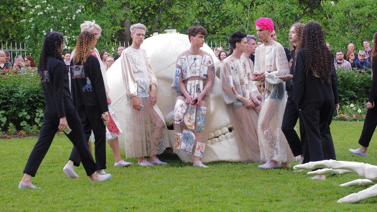 Тренд на гендерную нейтральность: когда мужчины наденут платья (Иллюстрация 2 из 2) (Фото: ГМЗ «Царское Село»)