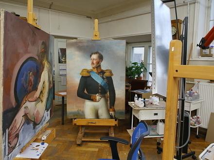 К счастью реставратор работал в выходной. В Русском музее течет пострадали император и Чудеса Богородицы