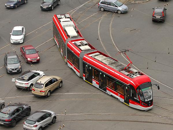 Трамвай до Славянки остановился на пересадочной. Новый инвестиционный блок Смольного не спешит разгонять проект