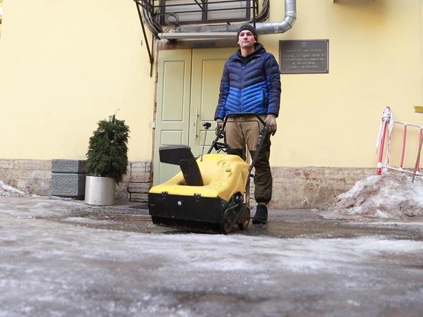 Ледокол инженера Дружинина. Петербуржец изобрел устройство для борьбы с наледью на тротуарах