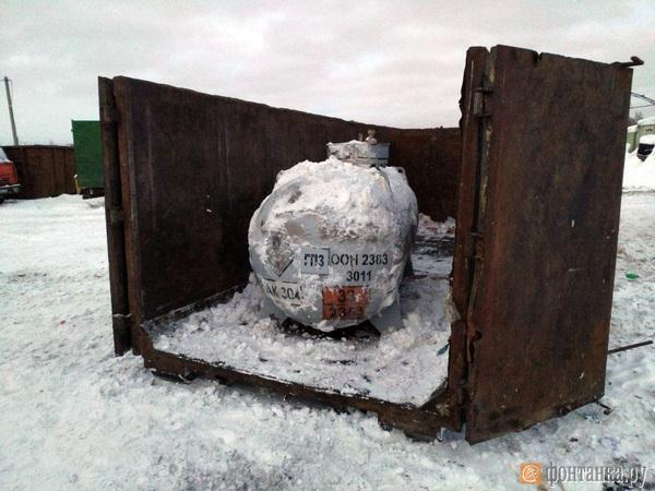 Фото дня: «Фонтанка» показывает, откуда идет запах на весь Петербург