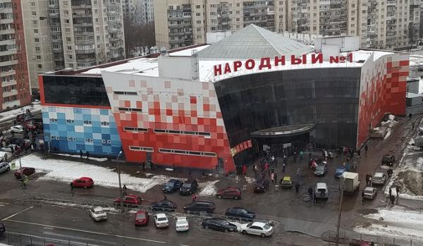Столичный блогер нагрянул в ТК «Народный» на Хошимина. Закончился визит потасовкой и слезами
