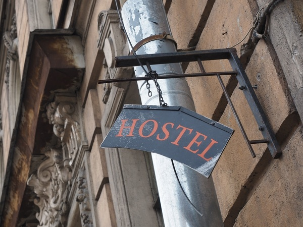Хостелам устроили тень. Госдума так запретила мини-отели, что проиграет только бюджет